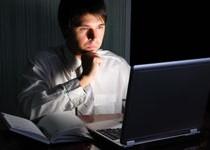 Slechte nachtrust door lezen via laptop, computer en iPad